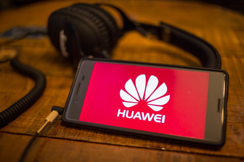 Huawei sales slump globally amidst US crises while Samsung and Xiaomi benefits