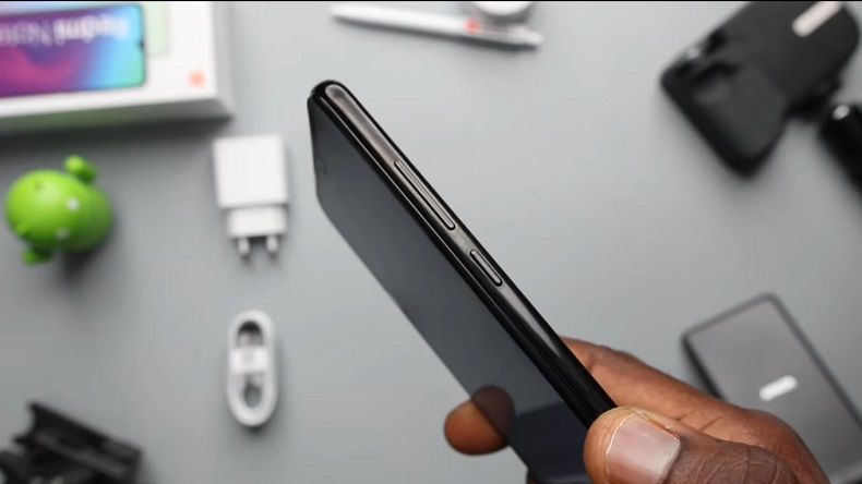 xiaomi redmi note 8 review image right side bezel